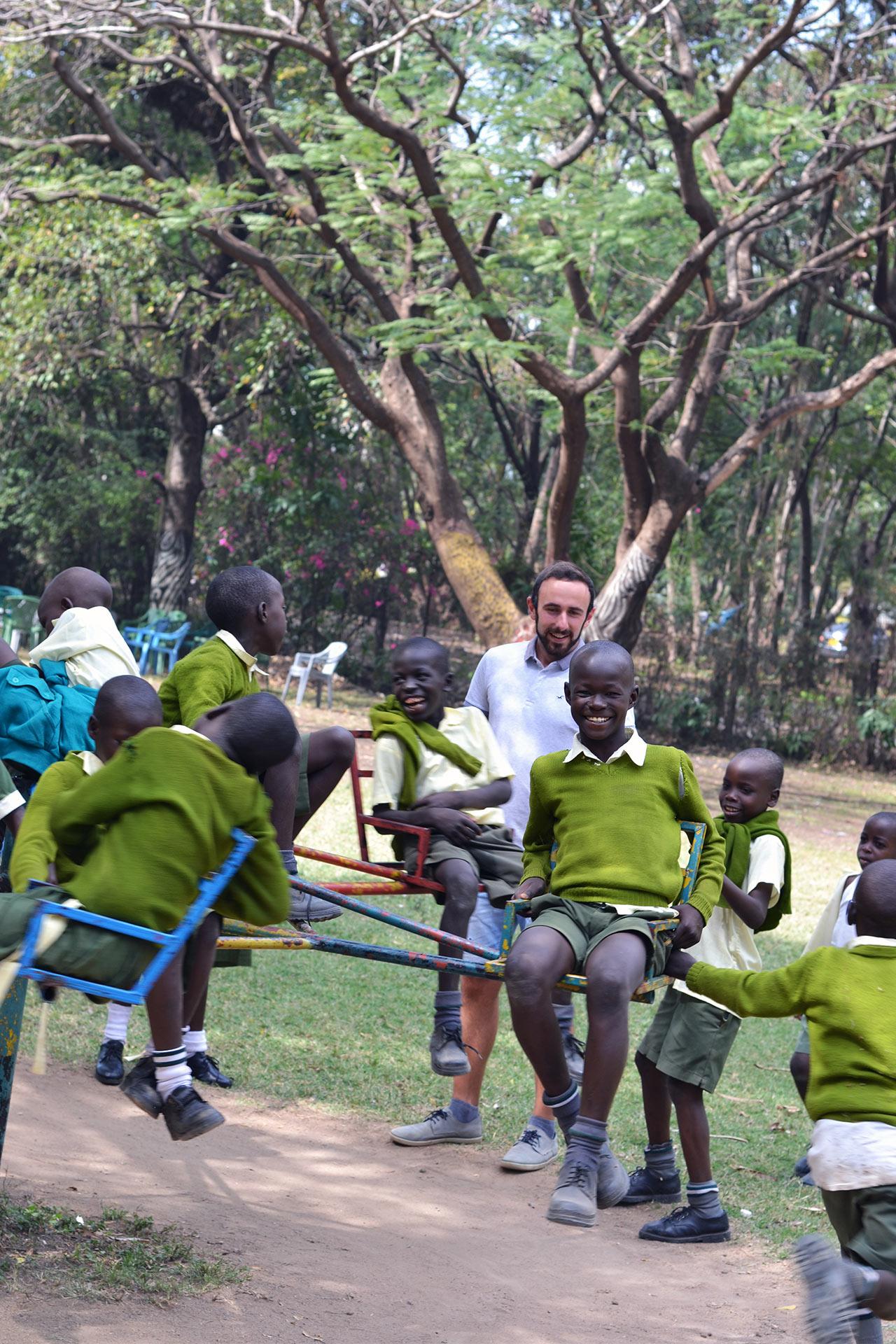 Happy Kids beim Spielen in der Pause